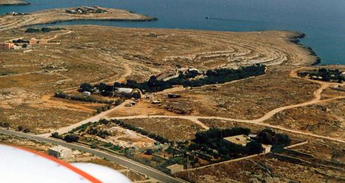 Do 28 Flug Lampedusa ueber Camping la Roccia